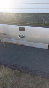 Ford F150 tailgate