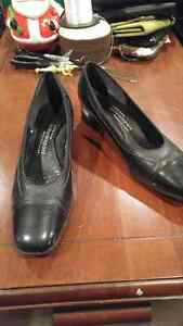 Womens dress shoes sz 8  London Ontario image 1