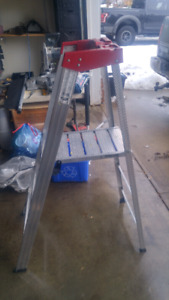 3 FT Platform Ladder with Knee Bolster