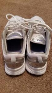 Nike Air Ladies Running Shoes Oakville / Halton Region Toronto (GTA) image 2