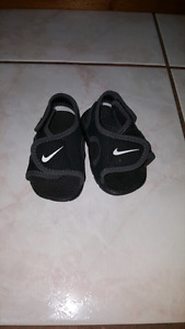 Nike size 3 sandals