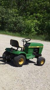 JOHN DEERE 111  Yard / Garden Tractor  Sarnia Sarnia Area image 2