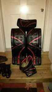 "Premier Rbk 33"" Pads / Blocker / Trapper"