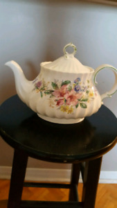 Royal Doulton ARCADIA H4802 Teapot GREAT CONDITION .