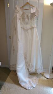 Sample wedding gowns.  UPCYCLE! $40 - DRESS 5