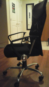 Black Office Chair in Excellent Condition