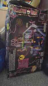 Monster High Catacombs BNIB Cambridge Kitchener Area image 1