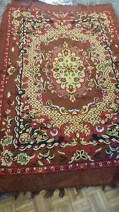 Area rug 4ft8 x 6ft9.5