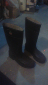 CSA RUBBER WORK BOOTS SIZE 10