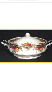 Old Country Roses Covered Vegetable Serving Dish