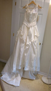 Sample wedding gowns.  UPCYCLE! $40 - DRESS 10