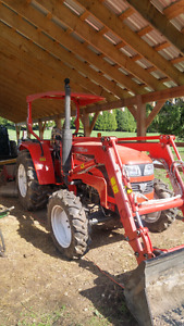 LIKE NEW 2013 Foton Lovol FT504 50 hp tractor