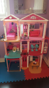 Doll House with accessories - Like New!!