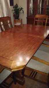 Dining room set table chairs and hutch Peterborough Peterborough Area image 5