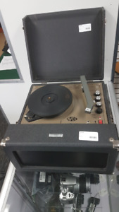 VINTAGE AVES 1550E RECORD PLAYER!!