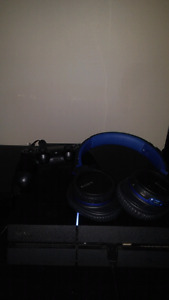 Mint ps4 with 7 hard drive games and Sony blue tooth headphone