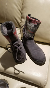 Size 8 Toms Nepal boot - Never worn