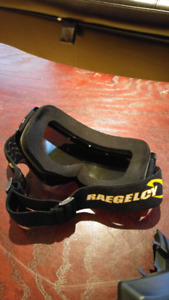 Snowboard/Ski goggles with attachable mask