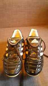Girls addidas soccer shoes London Ontario image 1
