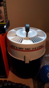 Aspirateur humide et sec 12 volt Mastercraft