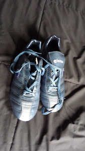New soccer or baseball cleats men's 8.5 and 9.5