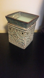 Scentsy warmer-neutral design-with bulb