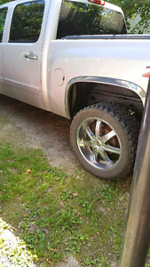 22 inch Boss rims on 33 inch Toyo Tires