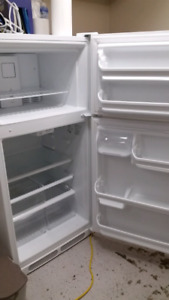 15 CU. FT. FRIGIDAIRE FRIDGE/FREEZER