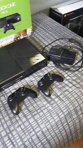 XBOX ONE 1To/Tb avec 2 manettes & 2 jeux à vendre