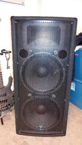 Yorkville YX215 speakers
