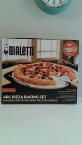 New 4pc Bialetti Pizza Stone Baking Set