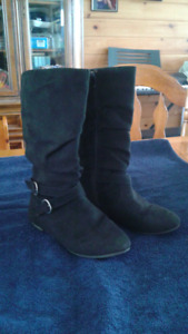 Really cute girls calf-high dressy boots. Size 4.5