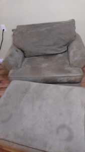 Large Chair w Ottoman