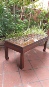 ORIENTAL HAND CRAVED TOP COFFEE TABLE.