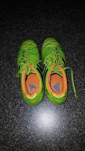 Adidas Size 7 cleated soccer shoes for sale