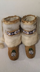 Womans indian hand made mukluks size 6