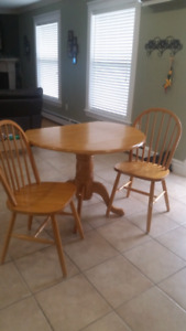 Small Kitchen Table w/2Chairs