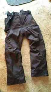 NEW Unisex Ski or snowboard pants Medium   98 ave and 76 st