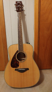 Left handed Yamaha accoustic guitar.