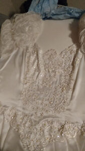 Vintage White Valeciene Gown Organza, Beading & Beaded Headpiece Cambridge Kitchener Area image 9