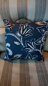 Outdoor decorative pillows (2)