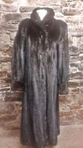 Beat the winter cold with this beautiful mink coat, size 10-12