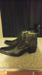 Mens leather boots. Size 10