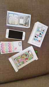 IPhone 5S 16GB, Unlocked, accessories with box n 2 back covers