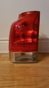 VOLVO V70/XC70 2005-07 lower left taillight / feu arrière gauche