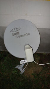 Antenne parabolique soucoupe BELL ExpressVu parabolic antenna
