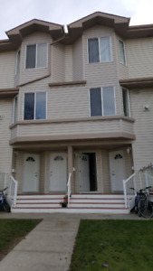 2 storey condo/Townhouse for sale in Millwoods, paradise village