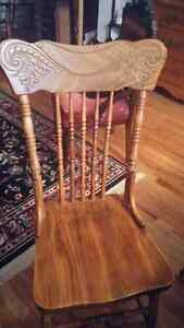 Solid Oak Antique Table and chairs Kingston Kingston Area image 6