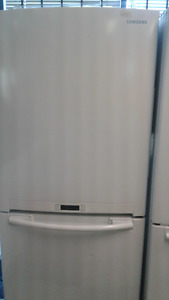 "Samsung 32"" Refrigerator & Bottom Freezer White w/ Great Feature"