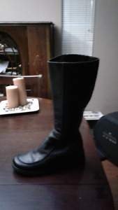 Hush Puppies black leather boots 8 1/2